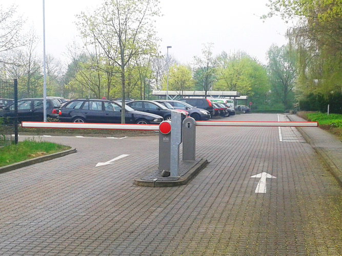 Schranke - Einfahrt Firmenparkplatz